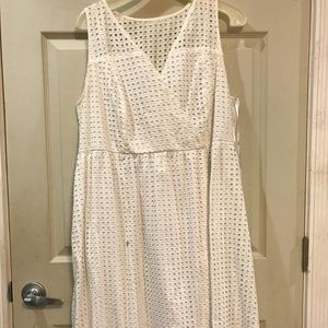 PLUS SIZE white dress with detail